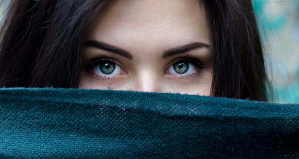 woman displaying introverted behavior